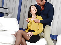 Loren is one busy and ambitious businesswoman, but success has a price. She is tired and ...