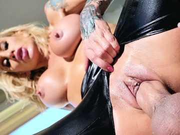 Dazzling diva Sarah Jessie uses young boner as it's her last chance to have fun