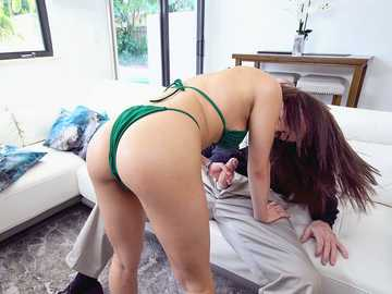 Young Latina bombshell Kira Perez in bikini blows huge old cock on the couch